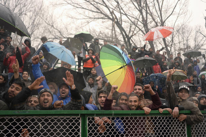Des fans du Real Kashmir lors du match contre le Gokulam Kerala FC, le 6 février à Srinagar.
