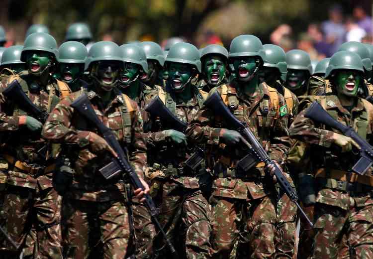 Le président brésilien Jair Bolsonaro a autorisé, vendredi 23 août, la mobilisation de l'armée pour un mois en Amazonie pour lutter contre les incendies (ici à Brasilia, au Brésil).