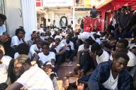 Une partie des migrants recueillis à bord du navire «Ocean-Viking» en Méditerranée, le vendredi 23 août.