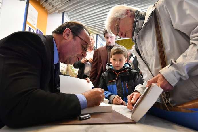 François Hollande le 14avril 2018 dans une librairie de Tulle.