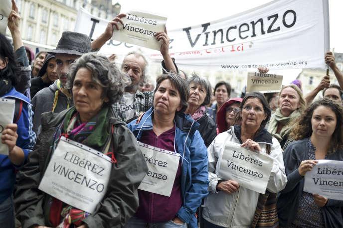 Lors d'une manifestation de soutien à Vincenzo Vecchi, à Rennes, le 14 août.