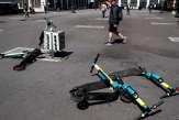 Trottinettes électriques :en attendant des règles, une situation «chaotique» et des accidents