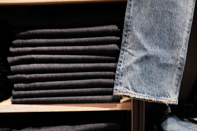 Un magasin de jeans à New York en mars.