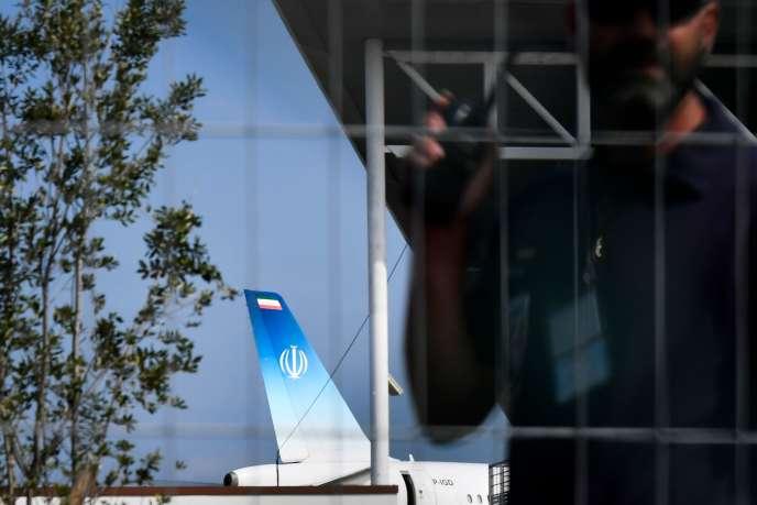 L'avion à bord duquel se trouvait le ministre des affaires étrangères iranien, Mohammad Javad Zarif, s'est posé dimanche 25 août à Biarritz, où se tient le sommet du G7.