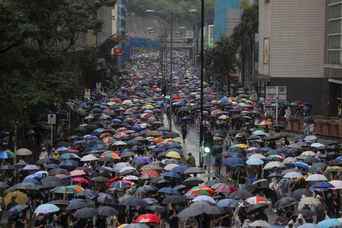 A Hongkong, les manifestations pro-démocratie reprennent après les affrontements de samedi