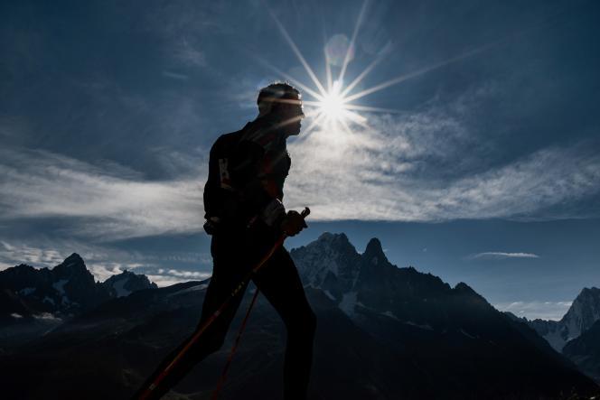 Un participant à l'Ultra-Trail du mont Blanc de Chamonix en septembre 2018.