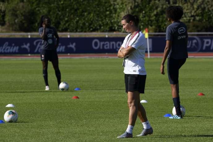 Corinne Diacre à l'entraînement le 26 août à Clairefontaine-en-Yvelines.