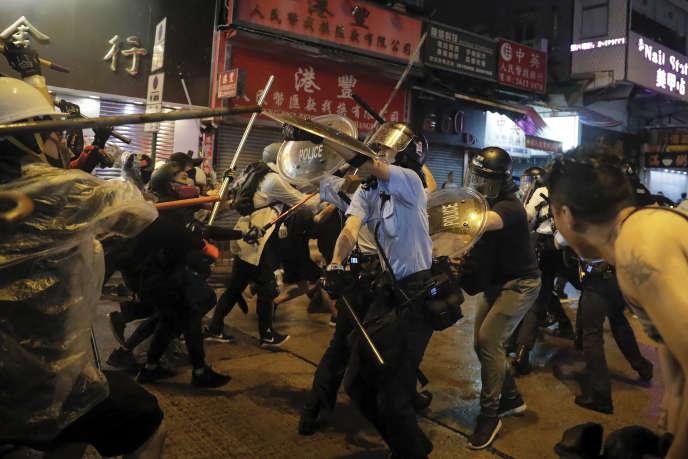 A Hongkong, la violence monte d'un cran alors que Carrie Lam rechigne au compromis