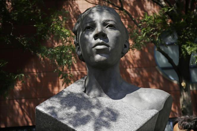 La statue d'Althea Gibson, inaugurée devant le stade Arthur-Ashe, à New York, durant le premier round de la compétion US Open, lundi26août2019.