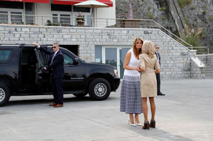 Brigitte Macron accueille Melania Trump, lundi 26 août à Biarritz.