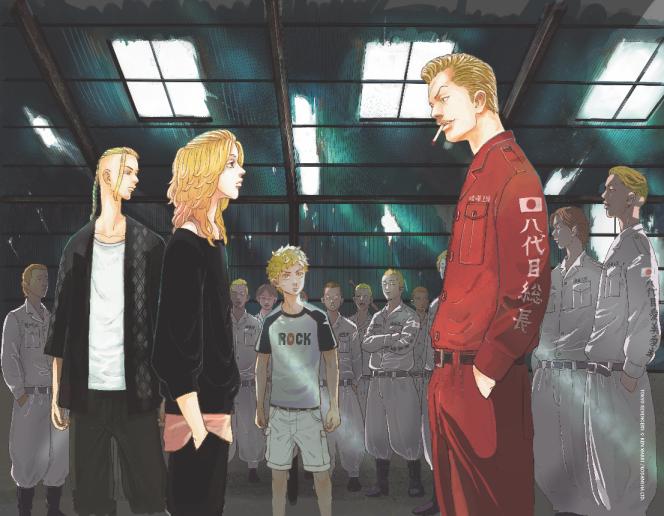 Draken et Mikey, les chefs du clan du Tokyo Manji-kai, affrontent des rivaux sous les yeux de Takemichi, au centre.