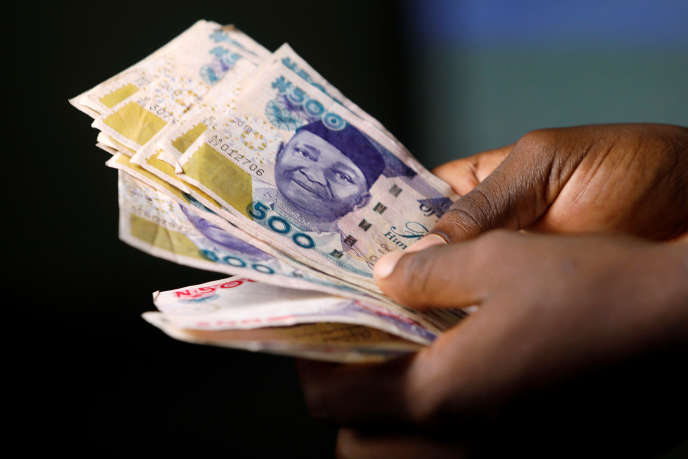 Lors de l'opération du FBI et des autorités nigérianes, des sommes en liquide, endollars et en nairas, ont également été retrouvées.