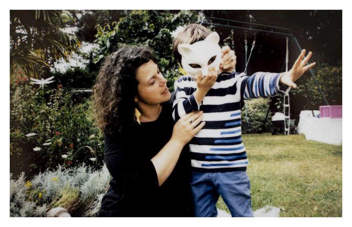 Louisa, habitante de Belle-Ile-en-Mer, et son fils. Lors d'un test réalisé fin mai, le taux de glyphosate dans les urines du garçon s'est révélé être de 2,23 µg/ml, soit un taux 22 fois supérieur à la normale.