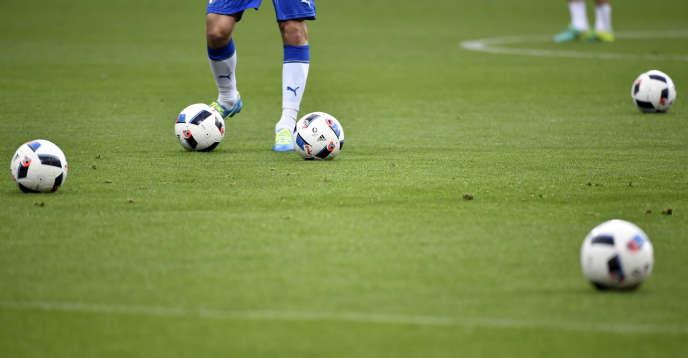 Để giảm thiểu tác động của việc ngừng thi đấu, UEFA đang xem xét giảm nhẹ việc chơi công bằng tài chính và FIFA đang nói về việc tạo ra một quỹ hỗ trợ được bổ sung bởi nguồn dự trữ khổng lồ.
