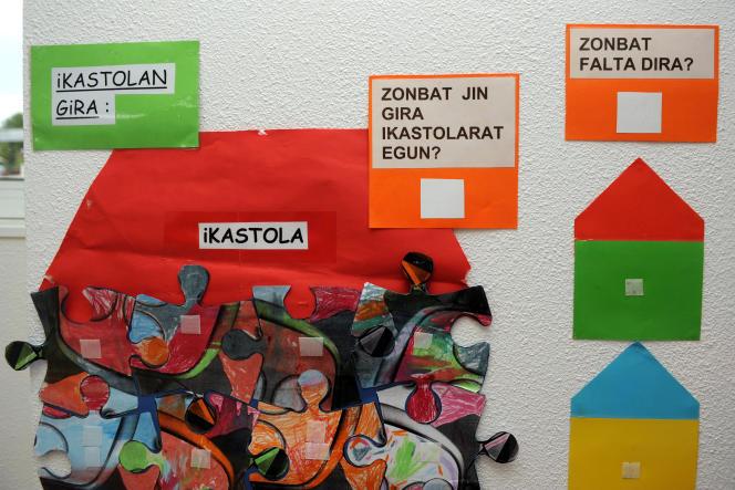 Du matériel scolaire dans une «ikastola», une école immersive basque, en septembre 2015 à Ascarat.