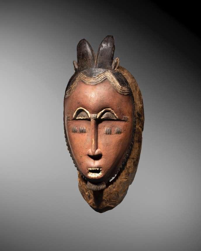 « Les pièces qualifiées de moyennes, estimées entre 20 000 et 100 000 euros et abondantes sur le marché, restent bien souvent sur la touche» (Photo: masque Baoulé Kpan Kple, Côte-d'Ivoire).