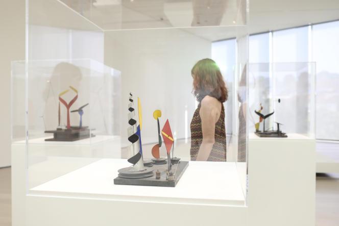 Vue de l'exposition «Calder Stories», au Centro Botin de Santander.