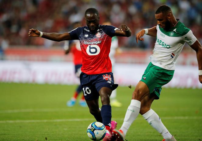 Jonathan Ikoné (maillot rouge) mercredi lors de Lille - Saint-Etienne.