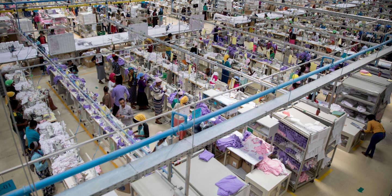 CO2, eau, microplastique : la mode est l'une des industries les plus polluantes du monde