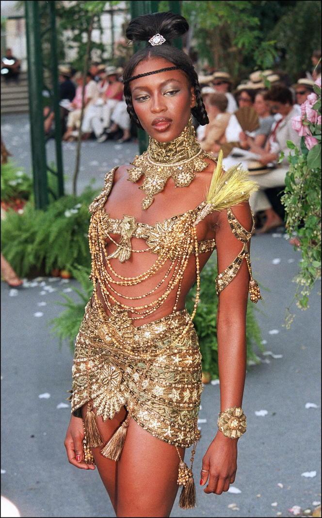 Collection haute couture Christian Dior automne-hiver 1997-1998 créé par John Galliano, photo publiée sur @unforgettable_runway.