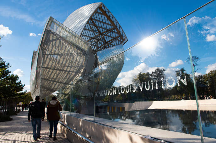 Devant la Fondation Louis Vuitton, en novembre 2018.