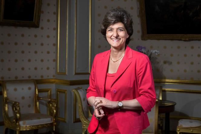 Sylvie Goulard était membre du premier gouvernement Philippe. Elle pose dans son bureau du ministère de la défense en juin 2017.