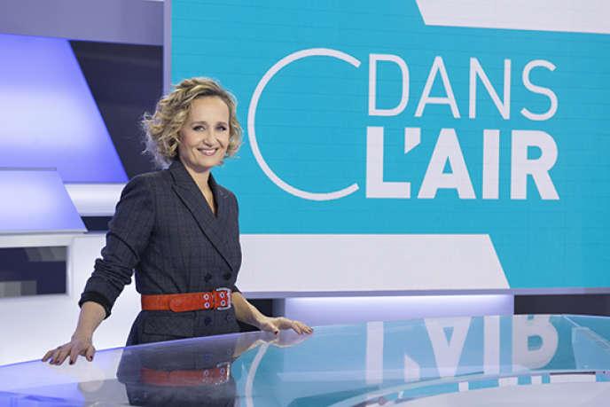 Caroline Roux sur le plateau de« C dans l'air », qu'elle présente du lundi au jeudi sur France 5.