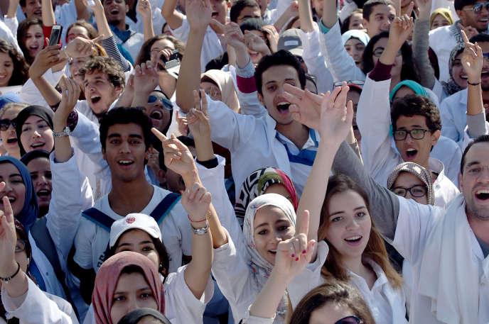 Des étudiants en médecine manifestent à Rabat, le 28octobre 2015.