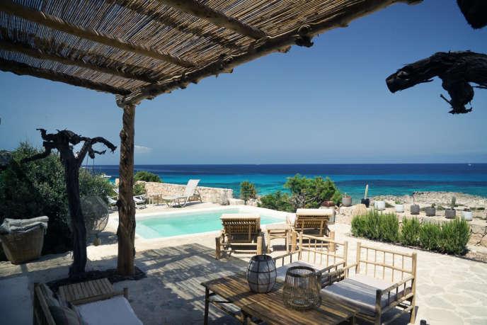 A l'hôtel Etosoto, à Formentera, les pieds dans l'eau.