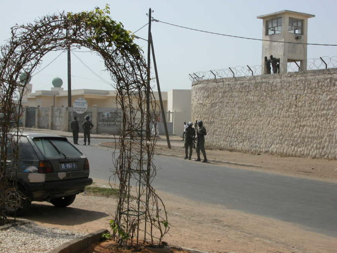 L'entrée de la prison centrale de Rebeuss, àDakar, en juillet 2005.