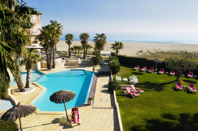 L'hôtel est comme posé sur la plage de Canet-en-Roussillon.