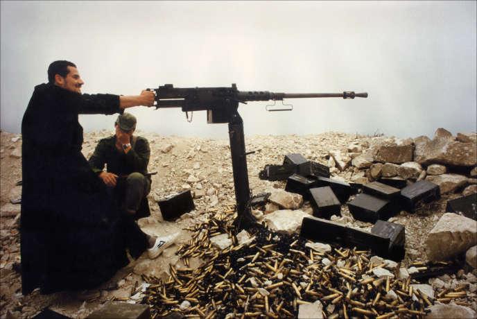 Mai 1985, Bisri, Sud-Liban. Depuis le départ des troupes israéliennes, les villages chrétiens de la région de Saïda ont subi de très violentes attaques des différentes milices musulmanes. Plus de 20000 civils ont été contraints à l'exode.