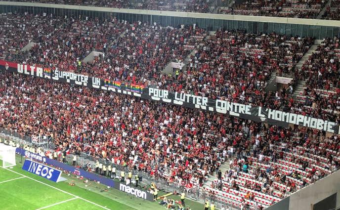 Une banderole contre l'homophobie lors du match OGC Nice-OM le 28 août.