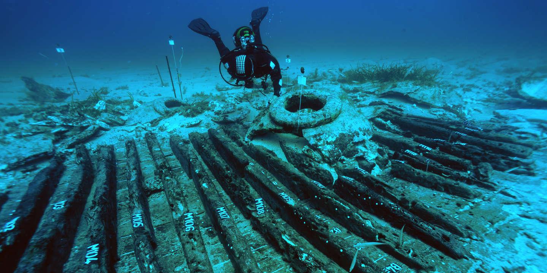 Découverte dans le Cap Corse par 34 mètres de fond et déclarée en 2008, l'épave Ouest Giraglia 2 a fait l'objet d'uneopération de fouilles programmée en 2010 ET 2011. Le site correspond à une épave de bateau romain à dolia, soit un véritable «pinardier» qui transportait du vin en vrac dans de grosses jarres de 2 000 à 3 000 litres (les dolia). Cette épave daterait du 1er siècle. Source: Teddy Seguin/DRASSM