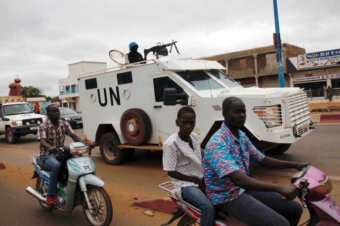 Un véhicule de l'ONU patrouille à Bamako, le 27juillet 2018.