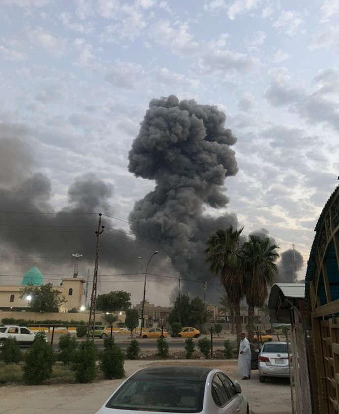 Explosion d'une base militaire dans le sud-ouest de Bagdad, le 12 août.