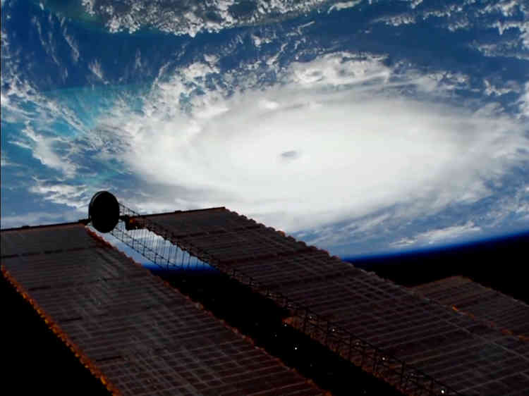 Le cyclone de catégorie 5 sur l'échelle de Saffir-Simpson, l'un des plus puissants jamais enregistrés dans l'Atlantique.La catégorie5 était notamment celle de l'ouragan Katrina qui a dévasté la Nouvelle-Orléans en 2005.