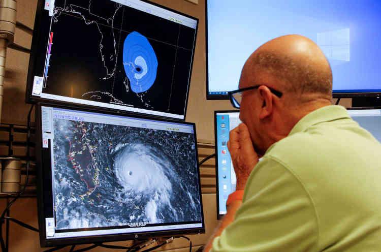 La vitesse de déplacement de Dorian est lente, 1,6 km/h à peine, «ce qui prolonge ses effets catastrophiques», a averti le Centre national américain des ouragans (NHC), basé à Miami.