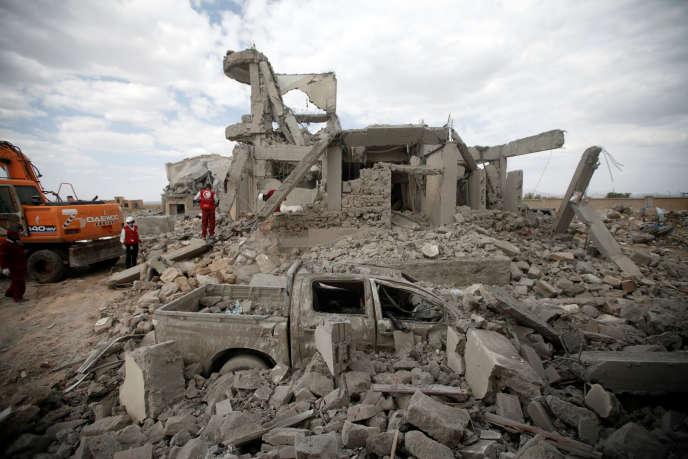 Les reste d'un centre de détention tenu par les rebelles houthistes après une frappe de la coalition menée par l'Arabie saoudite, le premier septembre dernier.