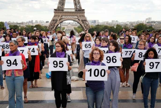 Rassemblement place du Trocadéro à Paris, organisé par l'association Nous toutes pour dénoncer le 100e féminicide survenu en France depuis le début de l'année, le 1er septembre.