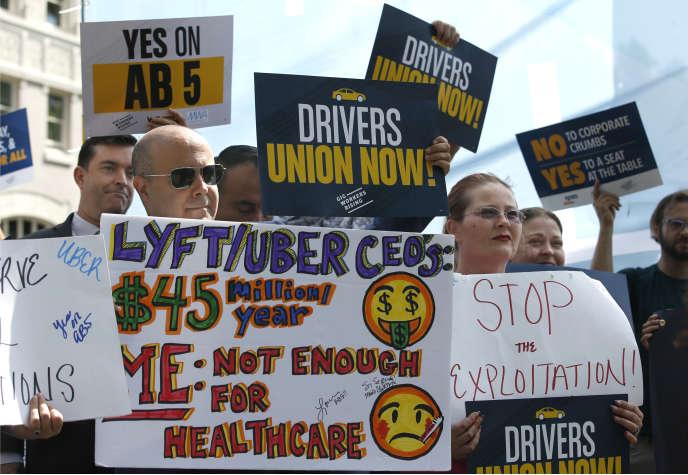 Manifestation devant le capitolede Sacramento, en Californie, pour réclamer des protections et des garanties en faveur des travailleurs« ubérisés», le 28 août.