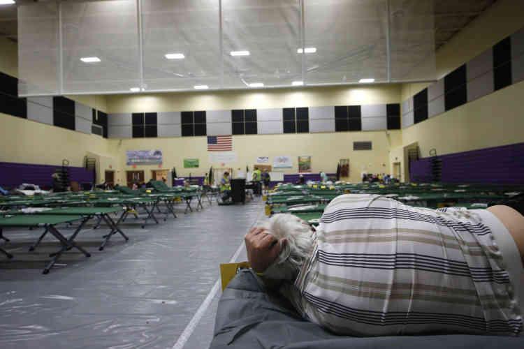 Les autorités de quatre comtés de Floride ont ordonné l'évacuation des zones côtières les plus basses et des habitations les plus fragiles comme les mobile homes.