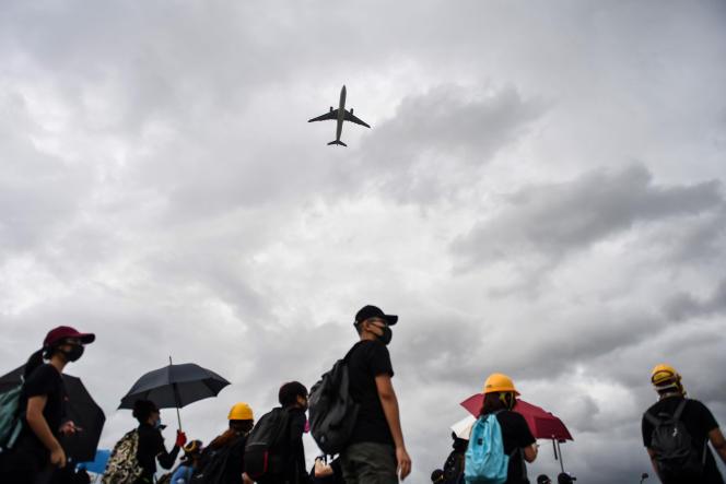 Des manifestants à l'aéroport de Hongkong, le 1er septembre.