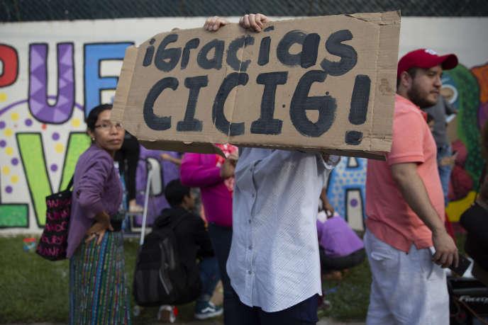 Manifestation en hommage à la Commission contre l'impunité, à Guatemala City, le 31 août.