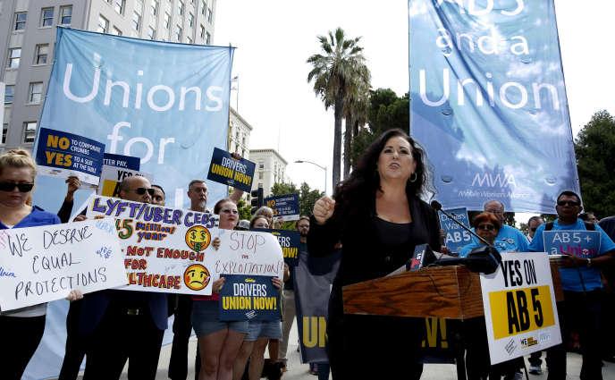 L'élue démocrate de la chambre de CalifornieLorena Gonzalez lors d'une manifestation pour sa proposition de loi, le 28 août au capitole californien, à Sacramento.