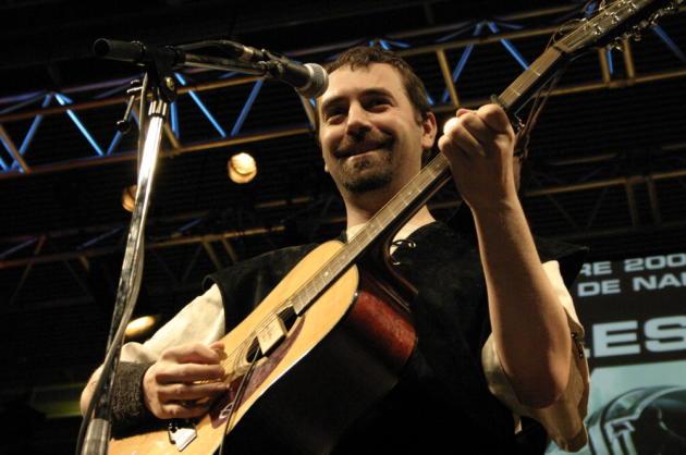 John Lang en concert avec le Naheulband à Nantes.
