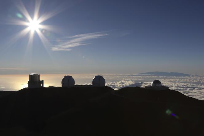 Lever de soleilau-dessusde l'observatoire du montMaunaKea(Hawaï), le 14 juillet.