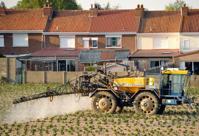 Le gouvernement a lancé une consultation sur les distances à respecter entre habitations et zones d'épandage de pesticides.