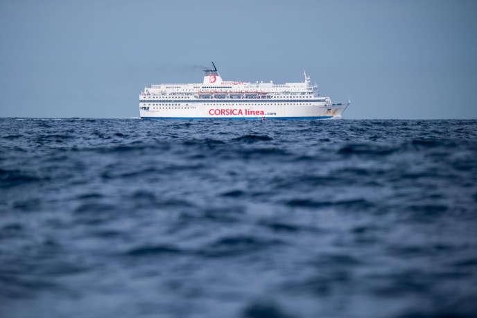 Le ferry de la compagnie Corsica Linea s'approche du port de Marseille, le 20 août 2019.