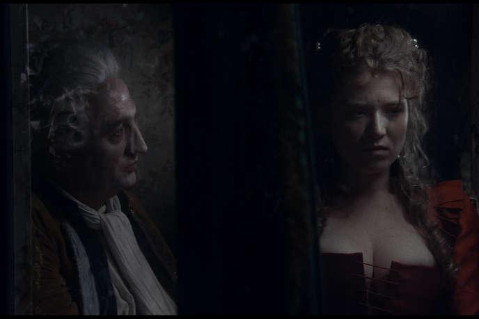 Un débauché (Marc Susini) et une échappée du couvent (Iliana Zabeth) dans «Liberté», d'Albert Serra.